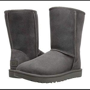 Ugg❤️NEW❤️Classic short grey size 11